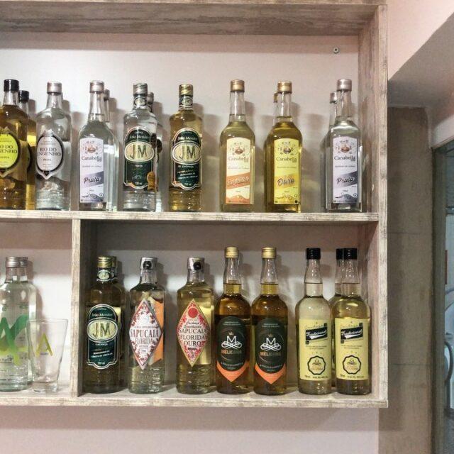 Cachaças artesanais importadas do Brasil! Visite nosso site para saber mais! www.mundodacachaca.pt @acachacaoficial @rio_do_engenho @cachacaria_melicana @destilaria_sapucaia @babuxca @cachacacanabella @cachacajoaomendesoficial @cachacacomjambumeugaroto @weberhausoficial #cachaçadealambique #acachaça #cocktails #portugal #mundodacachaça