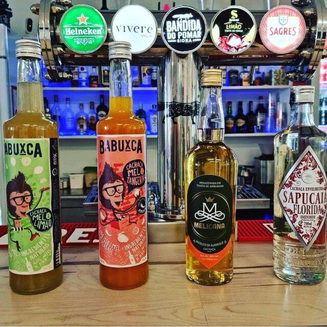 BOTECO DO GAUCHO em Estoril  Já tem as deliciosas cachaças de alambique envelhecidas e com frutas! Corre lá para degustar essas delicias Brasileiras! @botecodogauchoestoril @babuxca @cachacaria_melicana @destilaria_sapucaia  #cachaçadealambique #cocktails #estoril #caipirinha #mdc #mundodacachaça #lisboa
